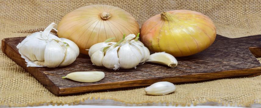Receta de Bacalao a la Vizcaína, ingredientes cebolla y ajo